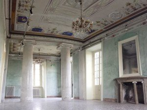 colonnade room